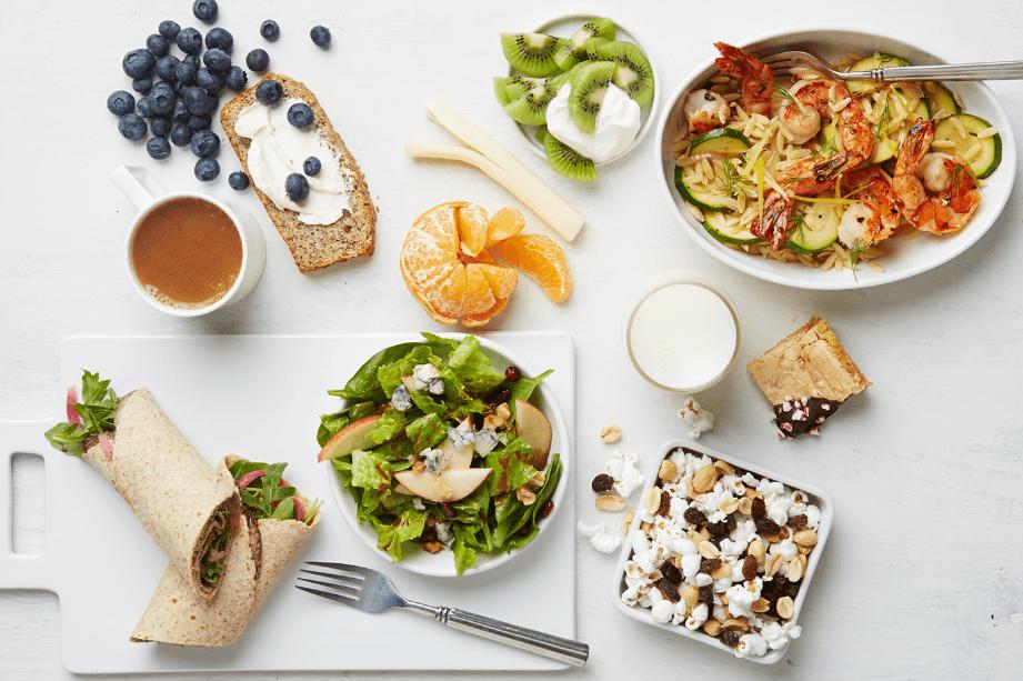 Os 13 melhores alimentos para desfrutar e perder peso