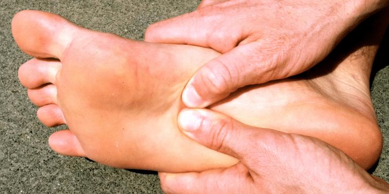 tratamento da dor causada pele fascite plantar