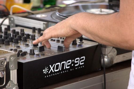 Ser DJ – disc jockey ou dee jay
