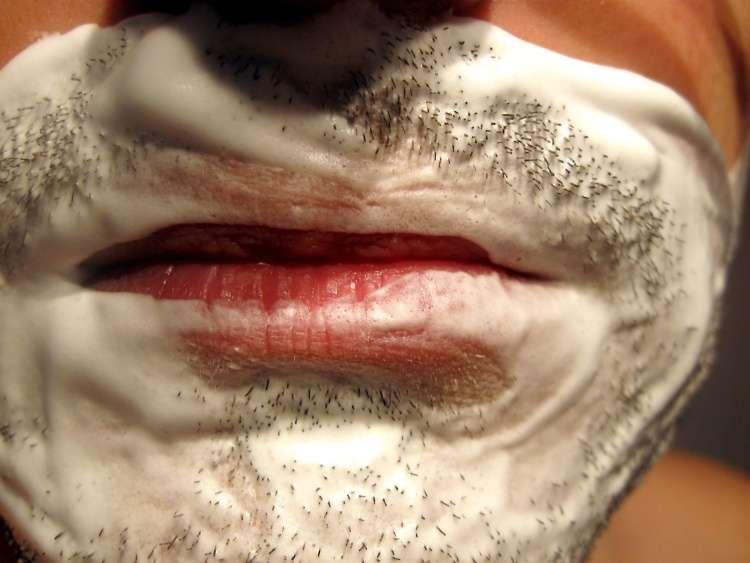 Acamados – Como fazer a barba a uma pessoa acamada