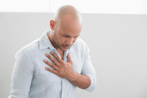 A Dor No Peito é Um Dos Sintomas De Anemia Causada Pela Deficiência De Ferro