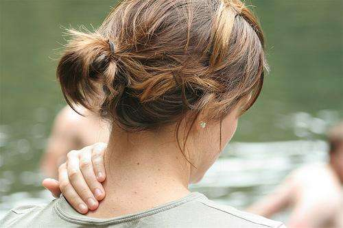 Solução caseira para Torcicolo (Dor persistente no pescoço)