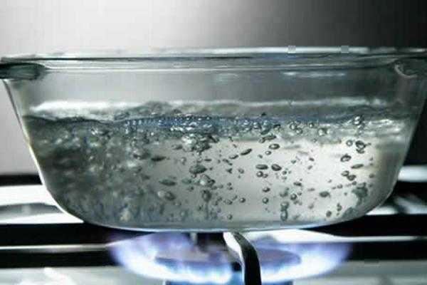 água quente para perder barriga