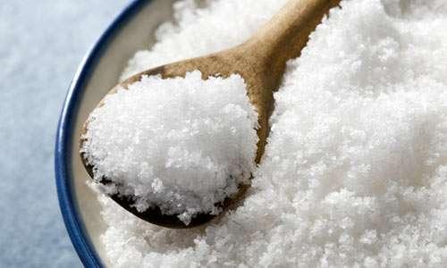 Remédio Caseiro para Infecção Intestinal (água mineral, açúcar e sal)