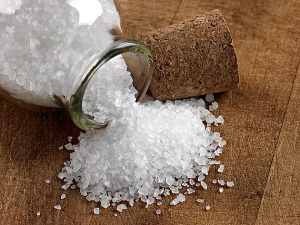 8 Benefícios do Banho de Sal Grosso