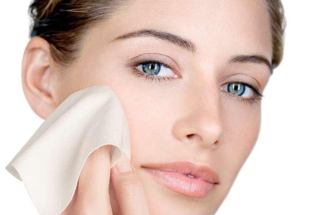 Como cuidar da pele oleosa e Controlar o excesso de brilho e oleosidade