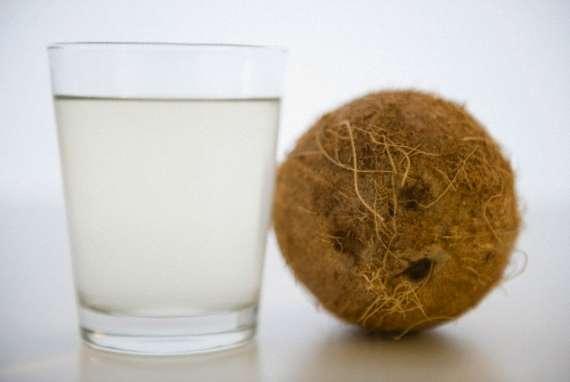 Máscara de água de coco para hidratar a pele