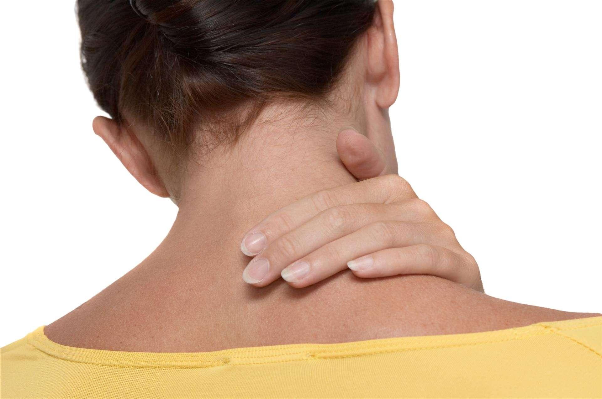 automassagem relaxante ajuda a diminuir a tensão dos músculos do pescoço