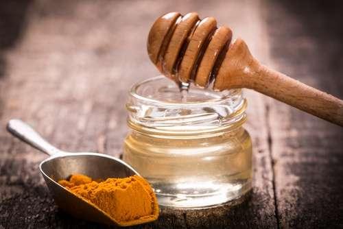 Receita do chá anti-inflamatório de açafrão-da-terra