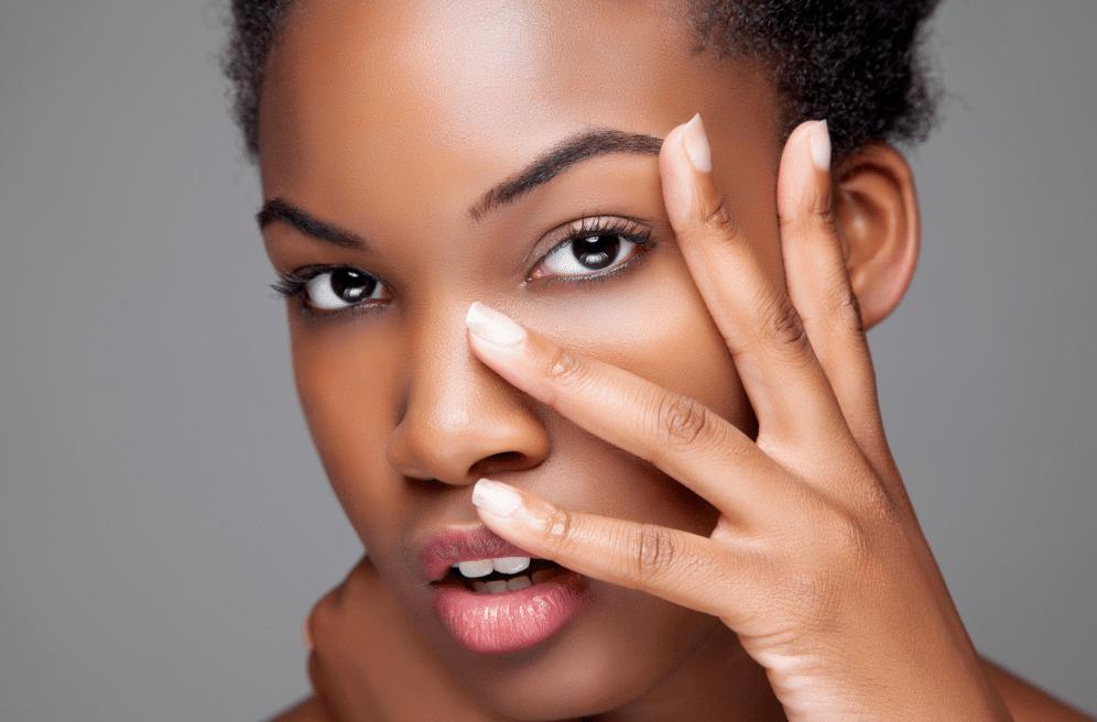 Cuidados a ter com a pele negra com manchas escuras