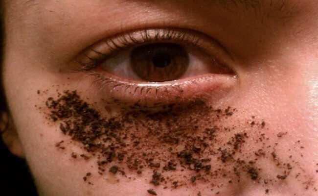 Exfoliante de Café e óleo de coco para olheiras