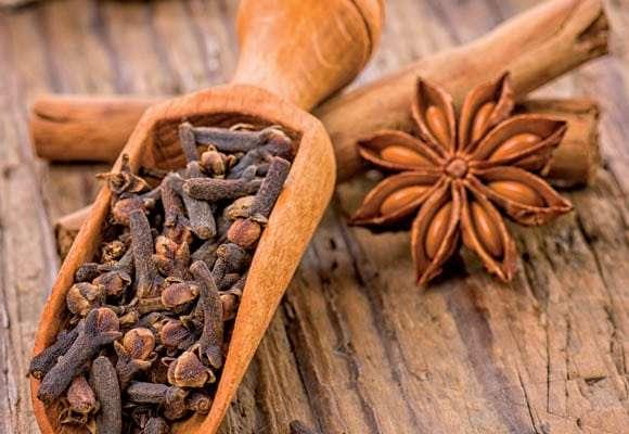Use o Cravo-da-Índia como Remédio Caseiro para Mau Hálito