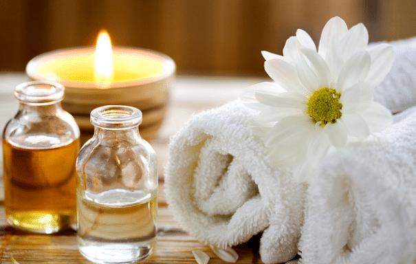 Aromaterapia Utiliza Oleos Essenciais Que Podem Ser Extraidos Das Flores Sementes Cascas Ervas E Raizes