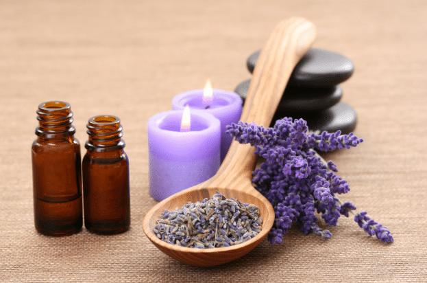 Um dos óleos essenciais mais versáteis, lavanda tem propriedades calmantes que são perfeitas para aliviar o stress e ansiedade