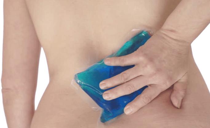 Aplicação De Gelo Na Coluna Lombar