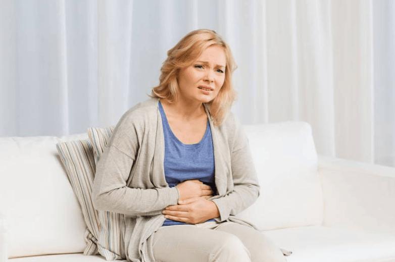 Úlcera Gástrica Dor No Centro Da Barriga