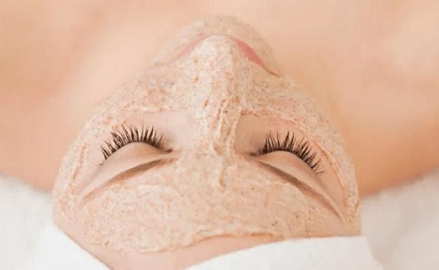 Pele oleosa? Use Estas 7 Máscaras Faciais de Mel como Remédio Caseiro