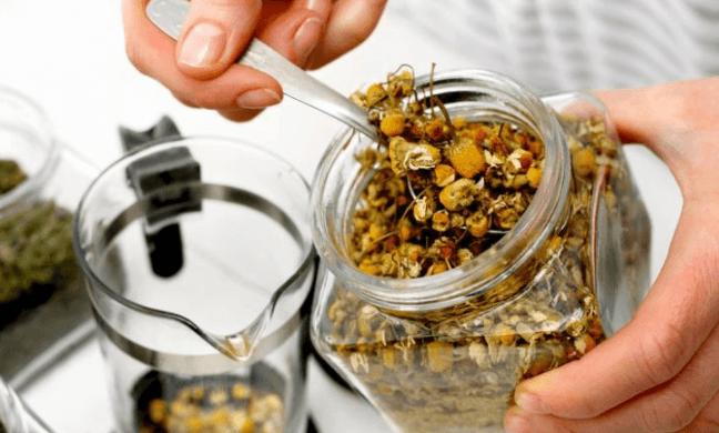 Tratamento Caseiro para Dor de Cabeça com Chá de Camomila
