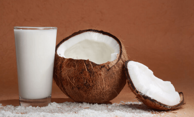 Leite de Coco: Como Fazer, Composição Nutricional e 8 Potenciais Benefícios para a Saúde