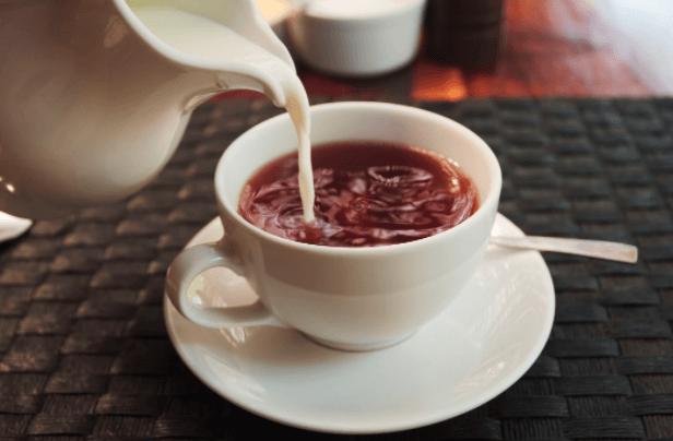 Chá Com Leite, Descubra Porque E Como Você Deve Bebê Lo