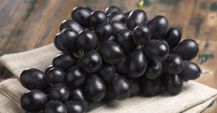 Os Melhores Benefícios Da Uva Preta Para A Pele, Cabelo E Saúde