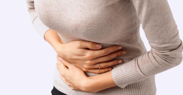 Mulher Com Cólicas Durante A Menstruação
