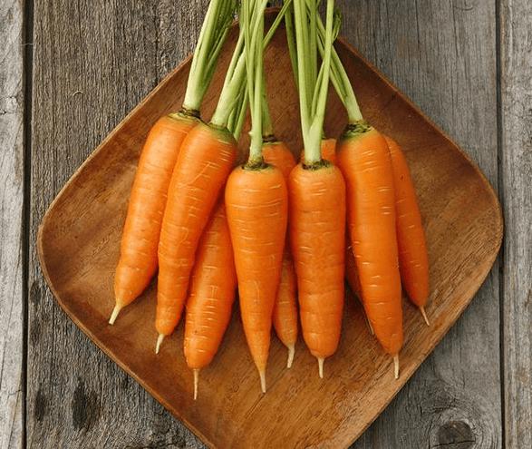 Suco de cenoura para bronzear a pele