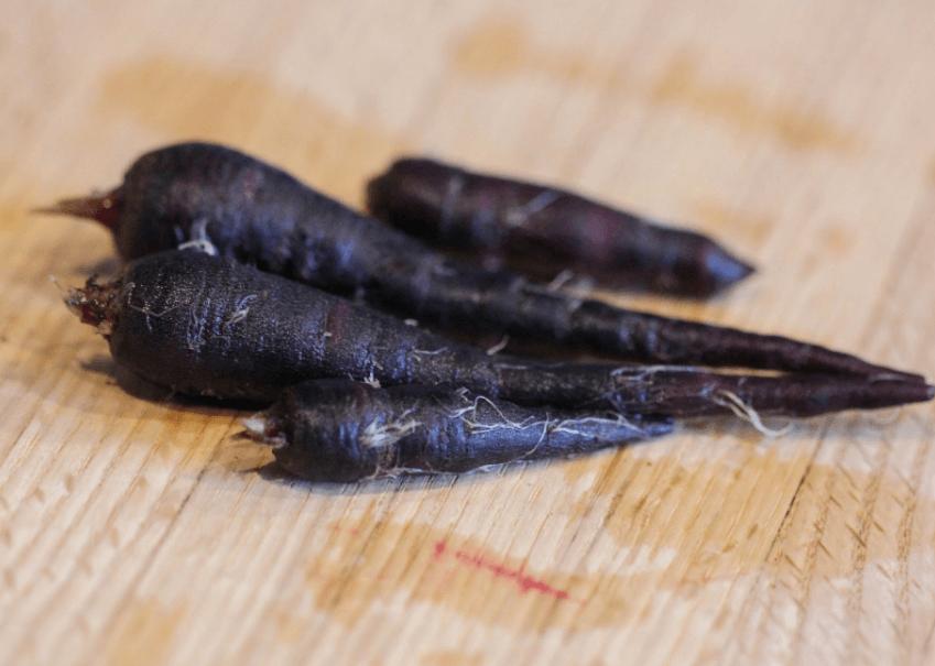 5 Benefícios Incríveis da Cenoura Preta: Usos e Efeitos colaterais