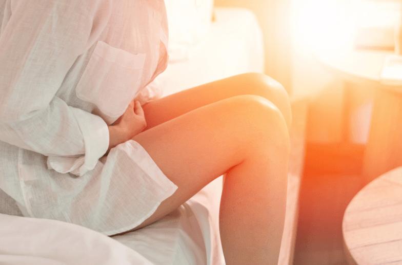 Dor no ovário: o que pode ser e o que fazer para aliviar