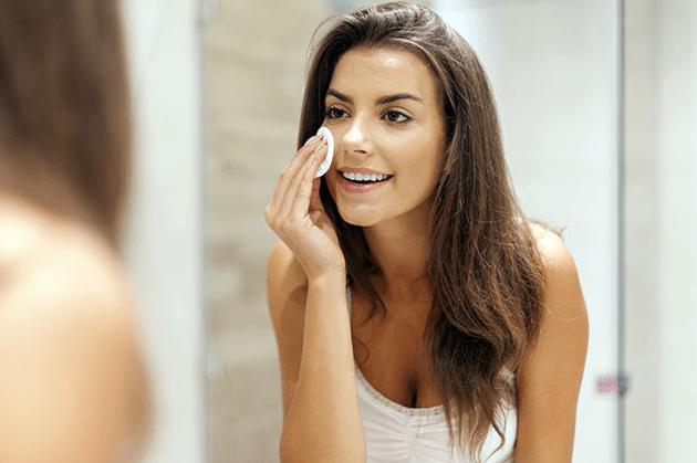 O Azeite é Um óptimo Removedor De Maquiagem Para A área Dos Olhos