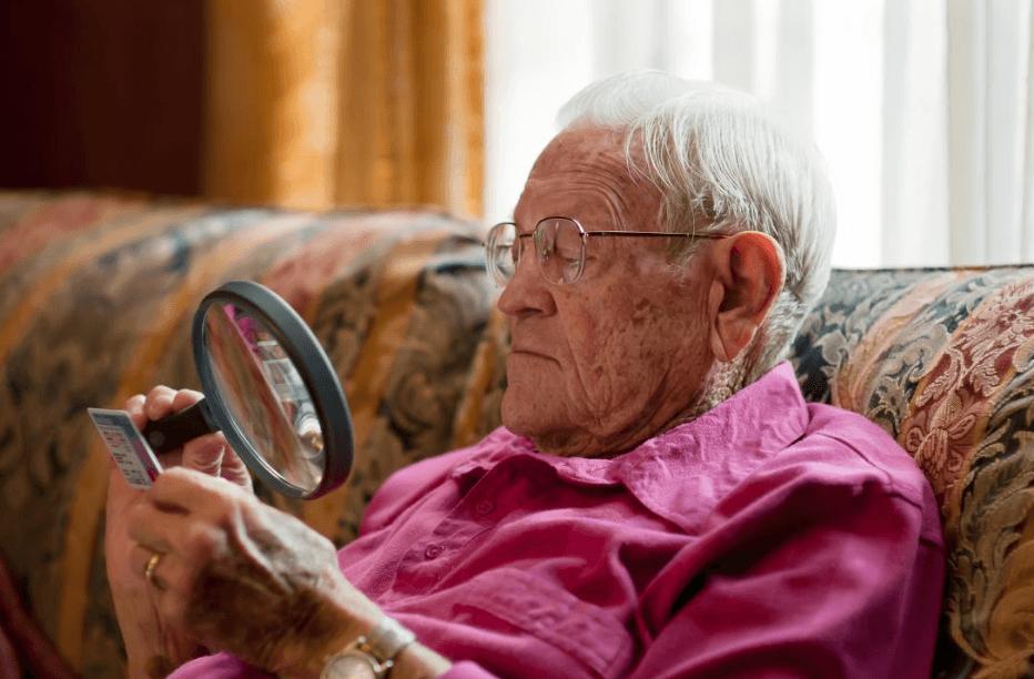 O que é degeneração macular relacionada à idade: Gravidade, sintomas, exames, tratamento, tem cura?